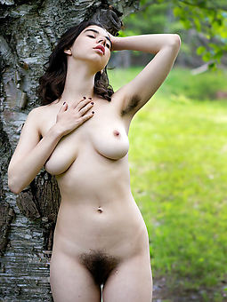 natural women hairy armpit