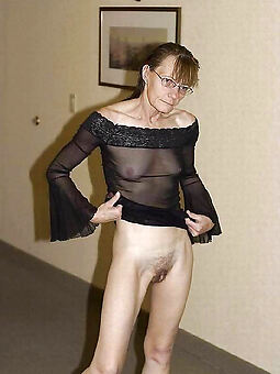pretty atrophied hairy mature pussy