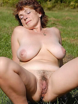 amateur hairy together with big tits tease