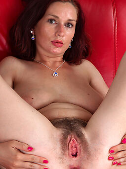 first time hairy pussy amature intercourse pics