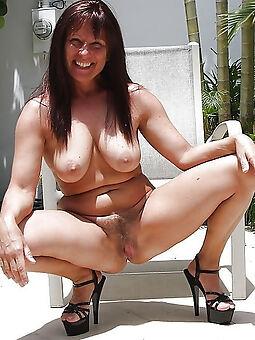 hairy brunette milf amature sex pics