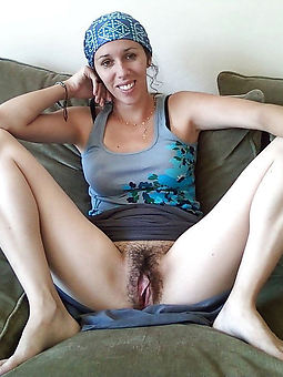 natural flimsy pussy upskirt