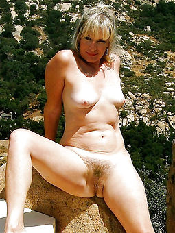 hairy natural nude pic
