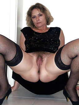 xxx mature woman with hairy pussy